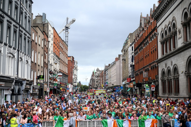 A view of the crowds on Dame Street 6/8/2018