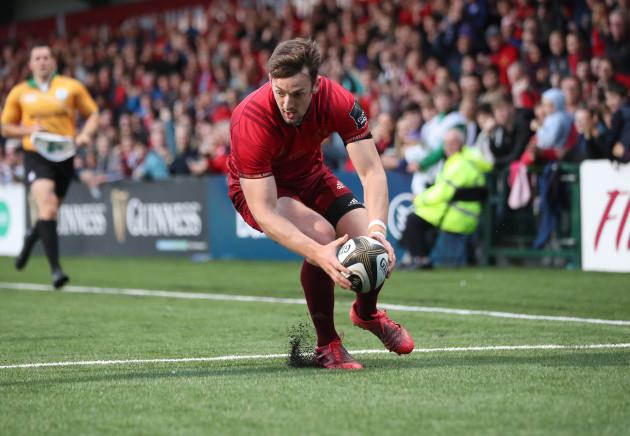 Munster's Darren Sweetman scores a try