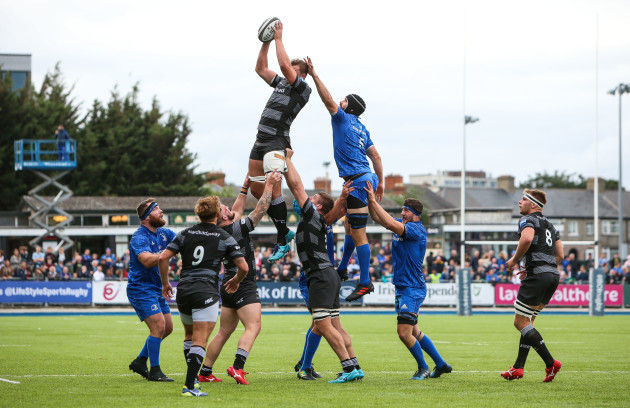 Will Witty wins a line out ahead of Scott Fardy