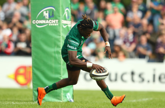 Niyi Adeolokun scores his sides fourth try
