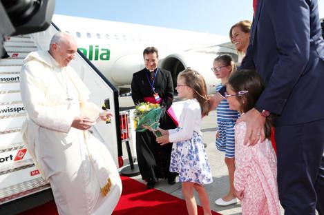 NO FEE DFA POPE FRANCIS VISIT ARRIVAL AT DUBLIN AIRPORT JB3