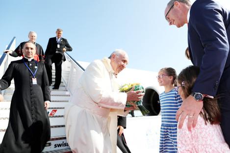 NO FEE DFA POPE FRANCIS VISIT ARRIVAL AT DUBLIN AIRPORT JB4