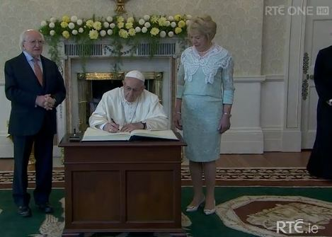 signing pope