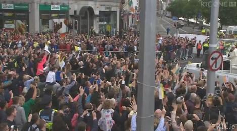 crowds popemobile
