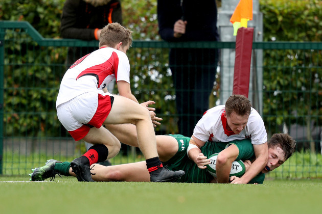 Michael McKeown Boyle scores a try