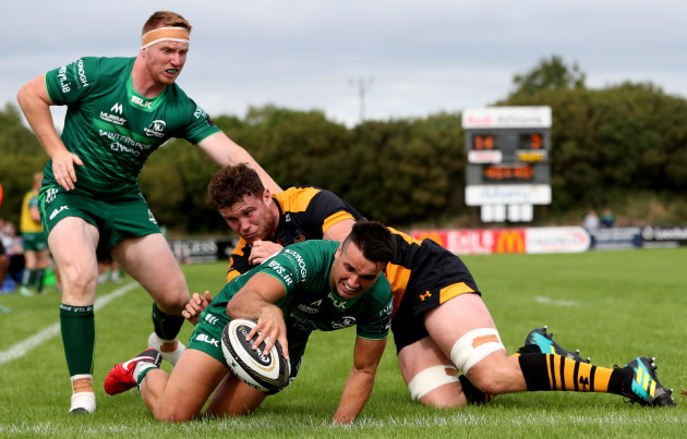 Cian Kelleher scores a try despite Will Rowlands