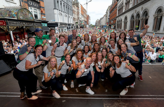 The Ireland team pose with their medals 6/8/2018