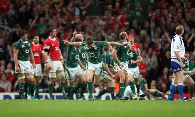 Ronan O'Gara celebrates scoring a drop goal