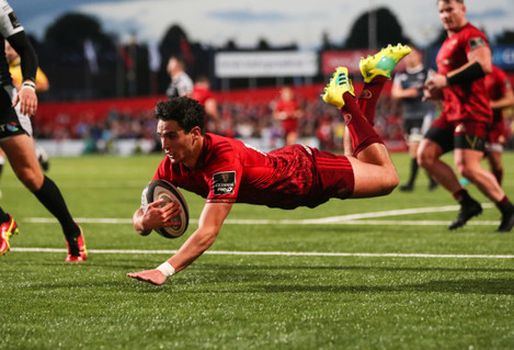 Joey Carbery scores a try