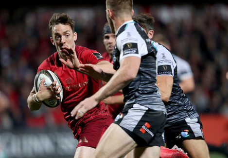 Darren Sweetnam on the way to scoring a try