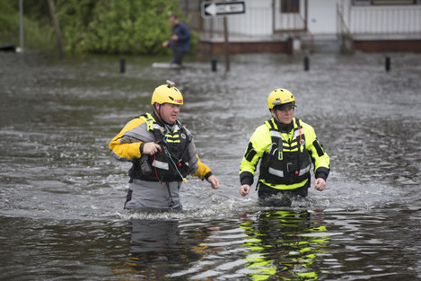 Now a tropical storm, Florence spreads watery mayhem across Carolinas