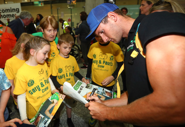 Gary O'Donovan signs autographs for fans from Skibbereen Rowing Club
