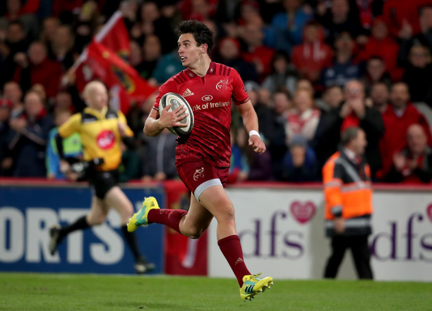 Joey Carbery on his way to scoring a try