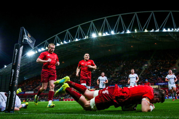 Peter O'Mahony scores a try