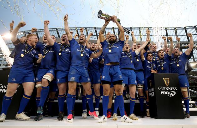 Isa Nacewa lifts the trophy