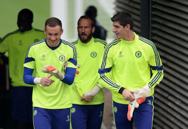 Soccer - UEFA Champions League - Group G - Sporting Lisbon v Chelsea - Chelsea Training - Cobham