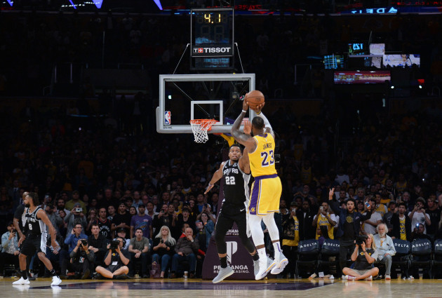 LeBron delivers with last-gasp three-pointer cf55f25cd