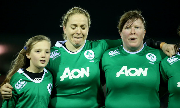 Niamh Briggs and Ruth O'Reilly with the mascot during the national anthem