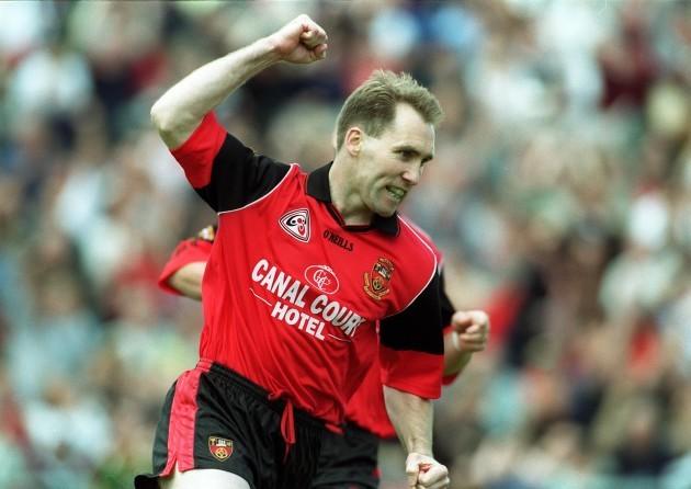 Mickey Linden celebrates his goal 20/6/1999