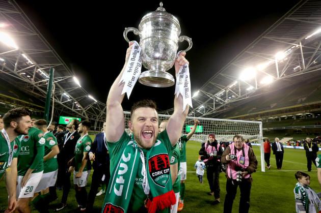 Steven Beattie celebrates with The Irish Daily Mail FAI Cup