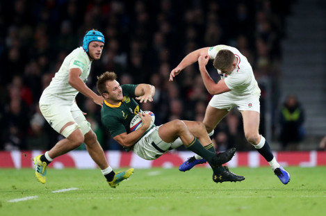 Owen Farrell tackles André Esterhuizen in the final moments of the game