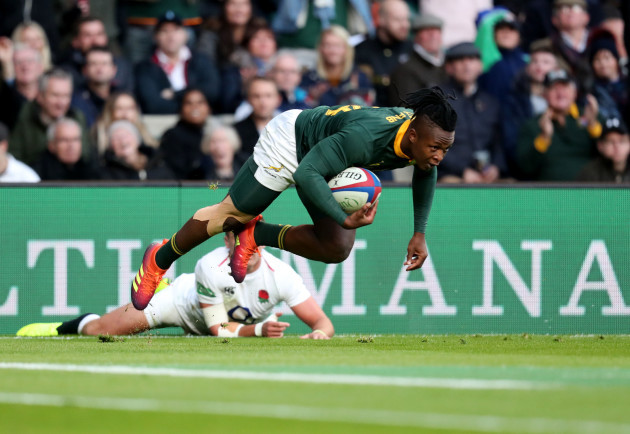 Sbu Nkosi goes over for a try