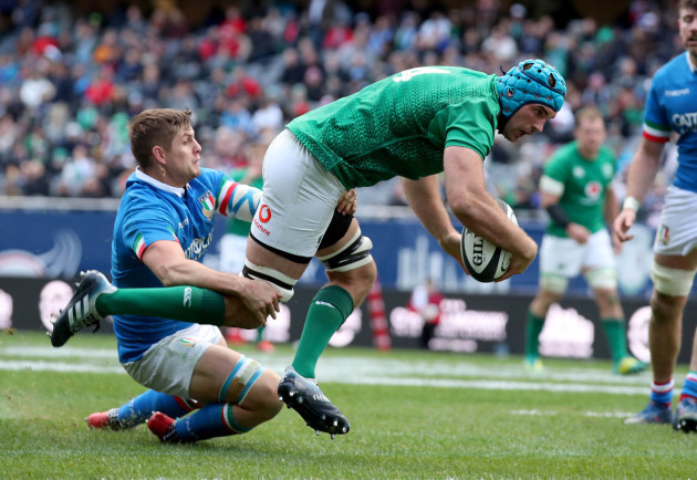 Tadhg Beirne goes over for the third try