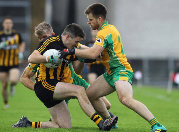 Kieran Fitzgerald and Cathal Silke tackle Barry McHugh