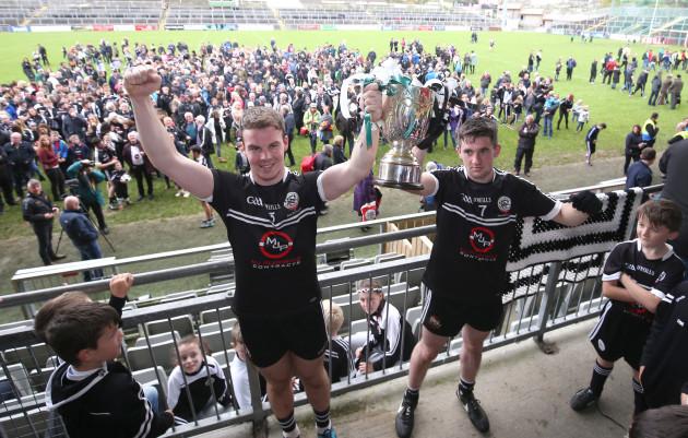 Darragh O'Hanlon and Darryl Branagan lift the trophy