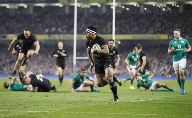 New Zealand All Blacks Malakai Fekitoa runs in for a try