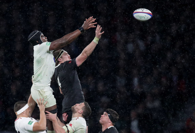 England's Maro Itoje and New Zealand's Brodie Retallick
