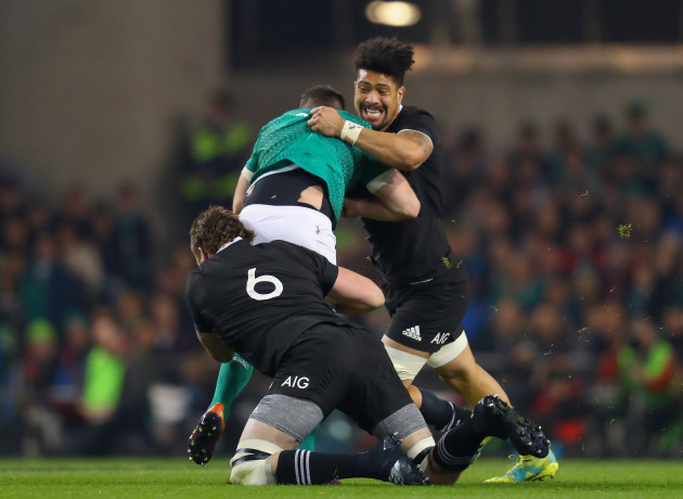 Jonathan Sexton tackled by Liam Squire and Ardie Savea