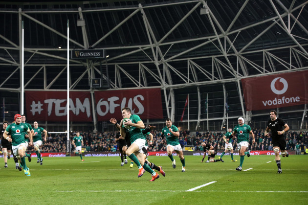 Jacob Stockdale scores their first try