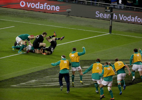 Ireland players celebrate Jacob Stockdale scoring a try