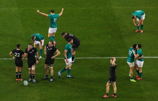 Bundee Aki, Iain Henderson and Sean Cronin, Jordan Larmour, Jacob Stockdale and Joey Carbery celebrate at the final whistle