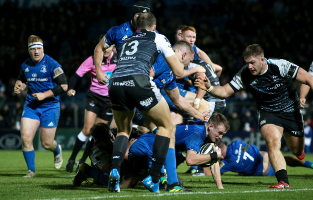 Nick McCarthy scores a try