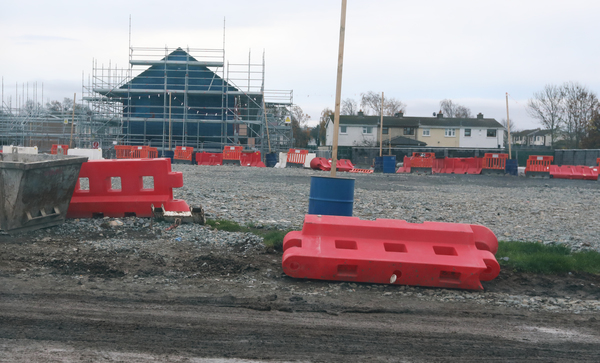 building on housing site to resume after garda presence