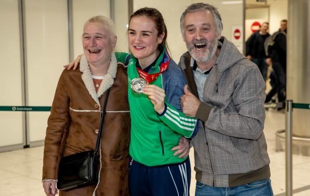 Kellie Harrington with her parents