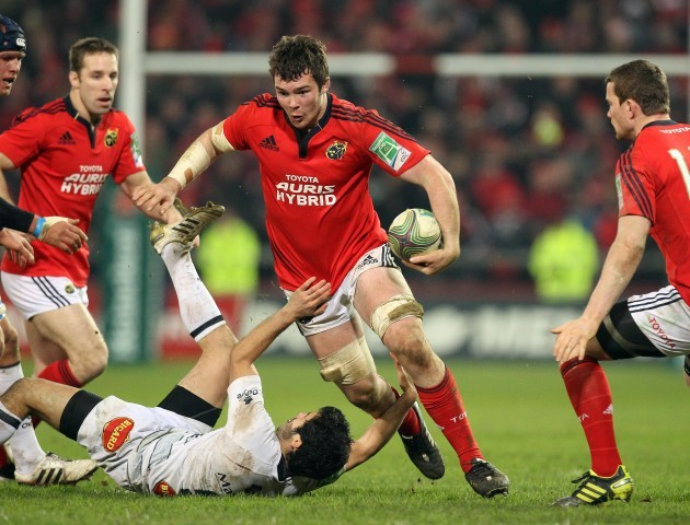 Peter O'Mahony runs over Thierry Lacrampe