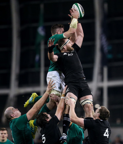 Peter O'Mahony and Kieran Read compete for a line out