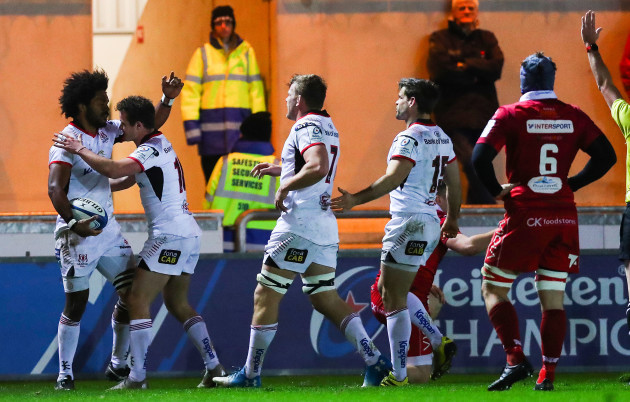 Henry Speight celebrates his try with Billy Burns, Jordi Murphy and Louis Ludik