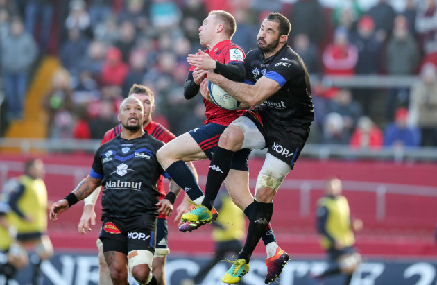 Keith Earls competes for a high ball with Scott Spedding