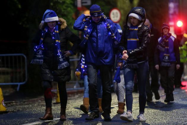 Fans arrive to Aviva Stadium