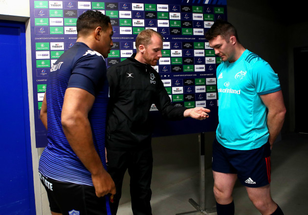 Mathieu Babillot and Peter O'Mahony with referee Wayne Barnes during the coin toss