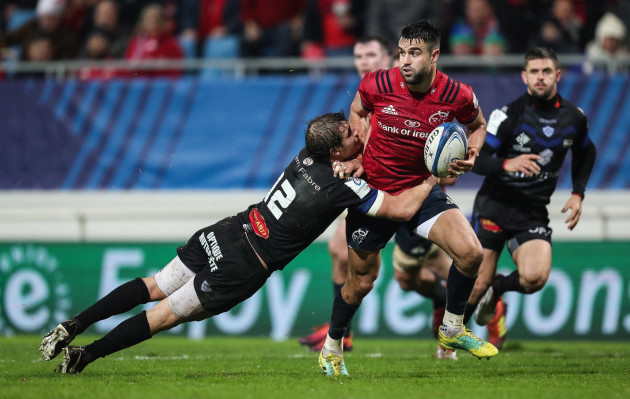 Conor Murray tackled by Florian Vialelle