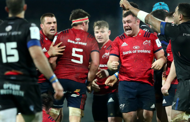 CJ Stander and Dave Kilcoyne celebrate winning a penalty