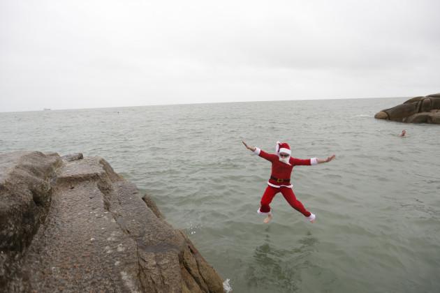 santa-swim