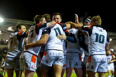 Duhan van der Merwe celebrates scoring a try with teammates