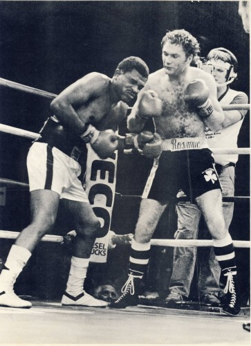 Mannion defeating Roosevelt Green shortly before his world title fight against Mike McCallum in 1984
