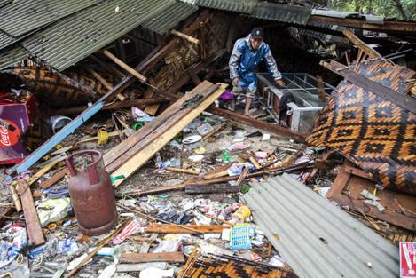 Indonesia: Volcano-Triggered Tsunami Hits Indonesia's Sunda Strait